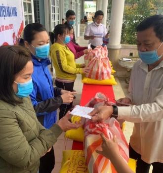 Tết Tân Sửu 2021, Thành Hội Đà Nẵng trao tặng 3.504 suất quà cho NNCĐ da cam